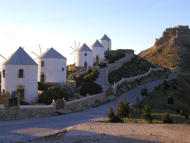 Frauen Segeln: Windmühlen auf Leros