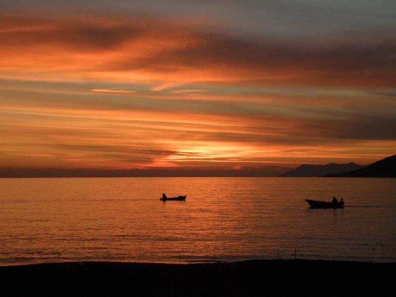 Frauen Segeln: Sonnenuntergänge immer wieder traumhaft